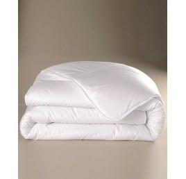 1ae66322e3f6e Couette blanche CHEMA 240x260cm en polyester